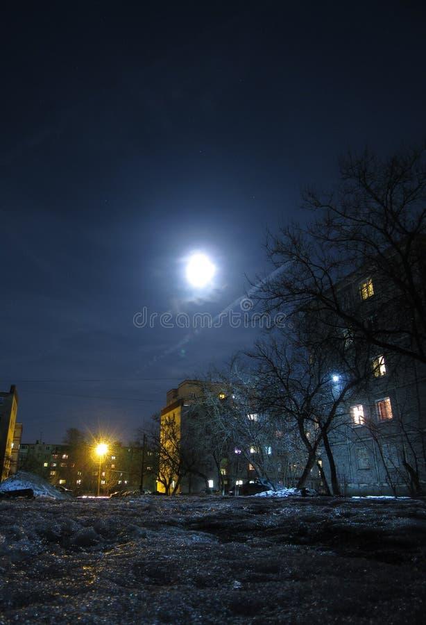 Clair de lune dans les rues image stock