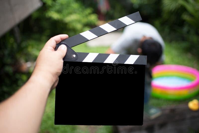 Clapper deska, filmu clapper w ręce i robi filmowi obrazy royalty free