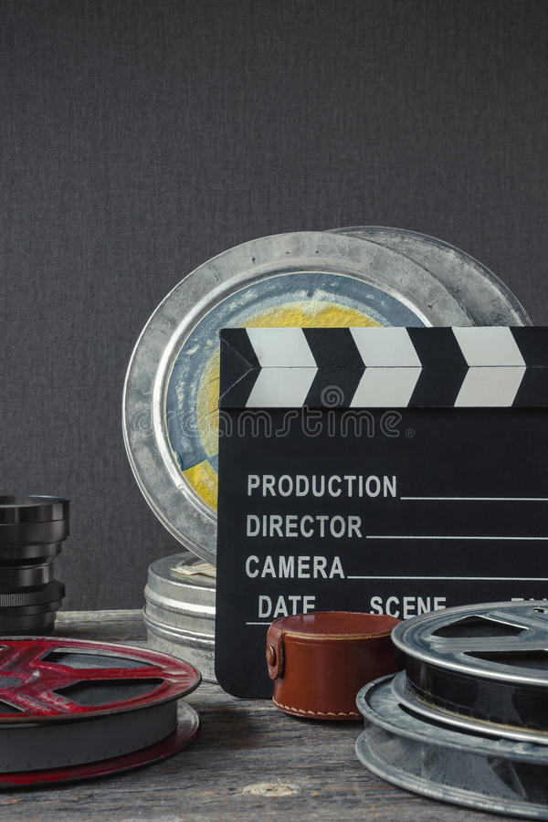 Clapperboard,一箱影片和透镜 免版税库存图片