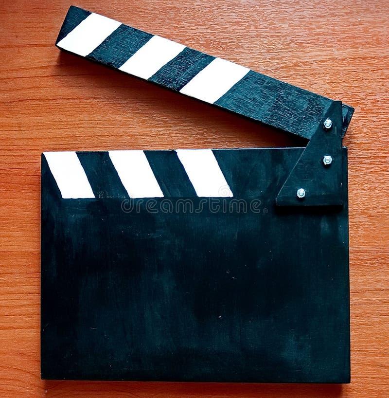 Clapperboard - uma ferramenta usada ao gravar filmes e filmes da tevê para a sincronização gravando subsequente da imagem e do so foto de stock