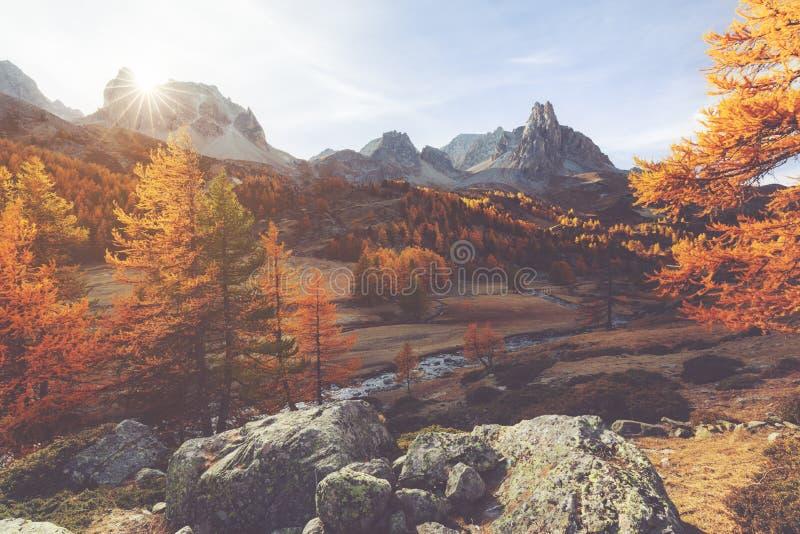 Clarée-Tal während des Herbstes in Frankreich stockfotografie