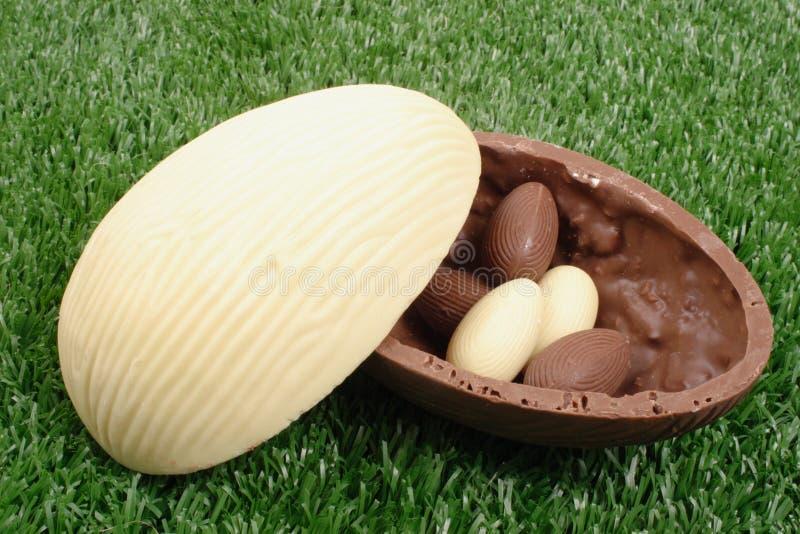 Clara de huevo y marrón de Pascua foto de archivo