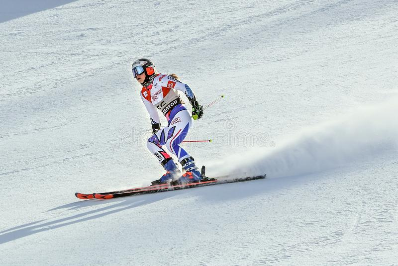 Clara Direz de la France dans le secteur de finition après la deuxième série de slalom géant photos libres de droits