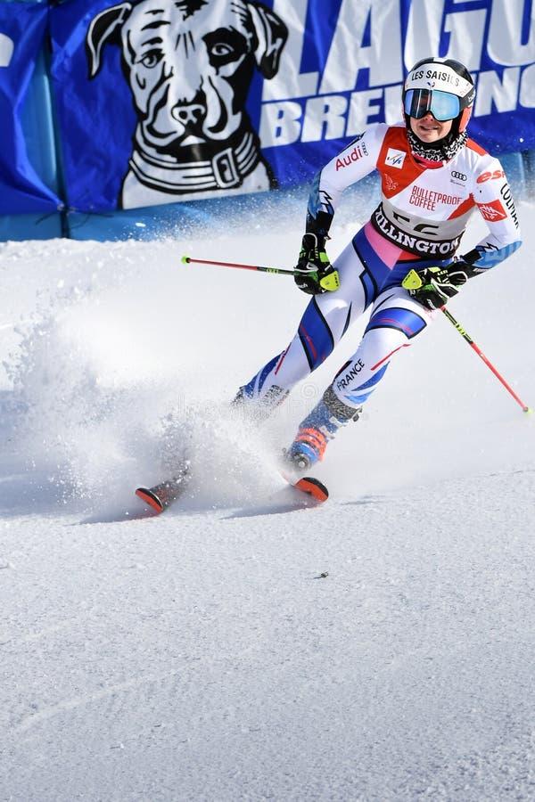 Clara Direz de la France dans le secteur de finition après la deuxième série de slalom géant image stock