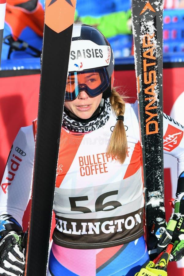 Clara Direz de la France dans le secteur de finition après la deuxième série de slalom géant image libre de droits