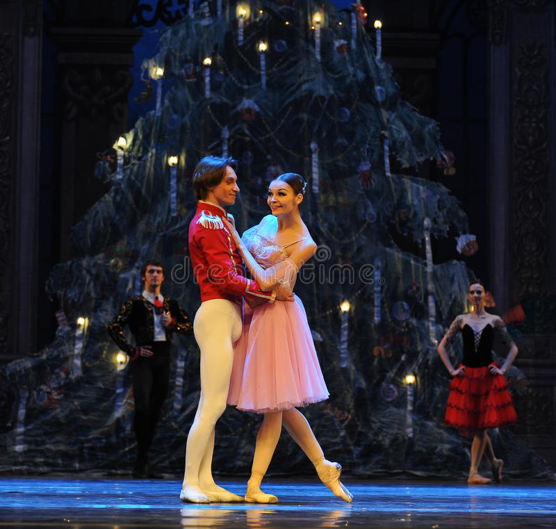 Clara keek rond merkwaardig het het suikergoedkoninkrijk van het tweede handelings tweede gebied - de Balletnotekraker stock foto's