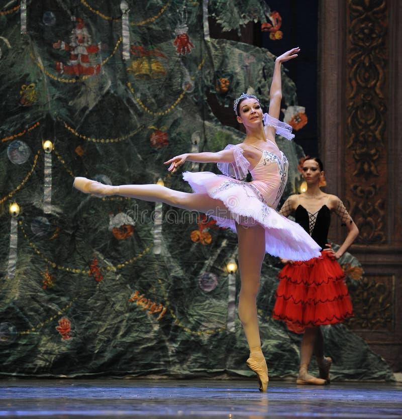 Clara orgullosa - En el cascanueces del ballet del Árbol-cuadro 3-The de la Navidad fotografía de archivo