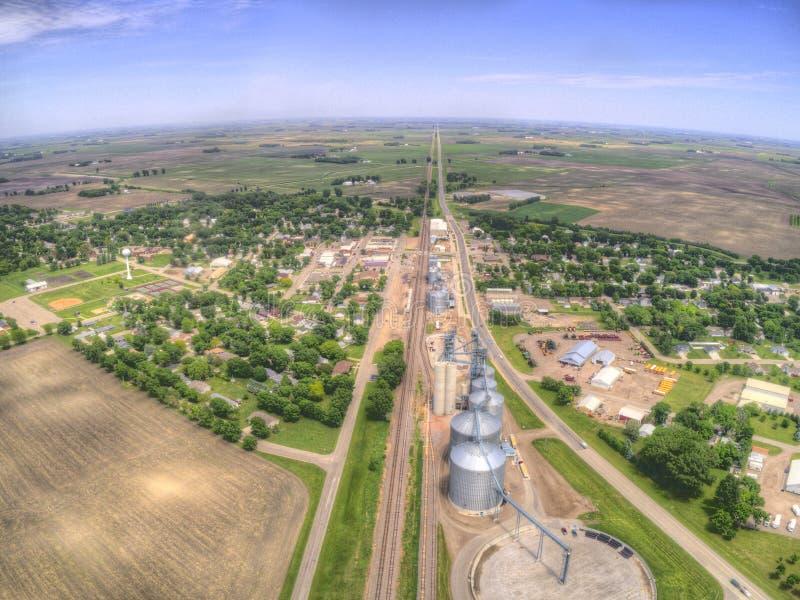 Clara skrzyżowanie jest małym Uprawia ziemię miasteczkiem w Północnym Dakota obraz royalty free
