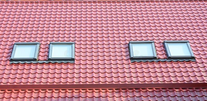 Claraboia do sótão da casa Telhado home Windows imagem de stock royalty free