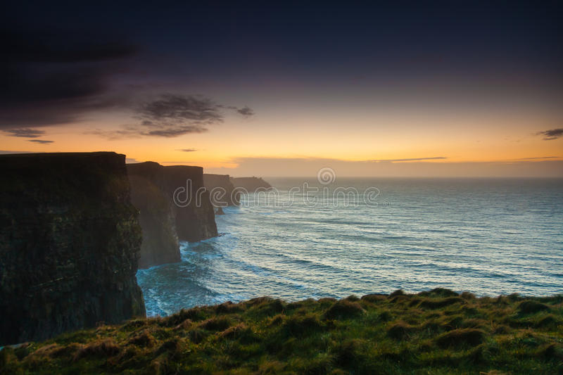 clare峭壁co爱尔兰moher日落 克莱尔爱尔兰欧洲 库存图片