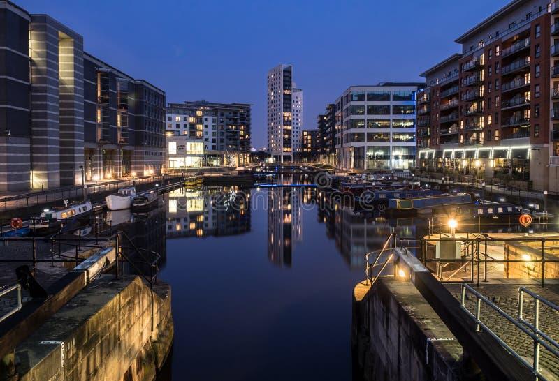 Clarence dok, Leeds przy nocą obrazy royalty free