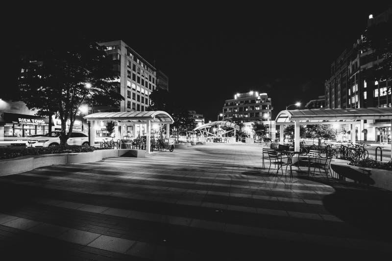 Clarendoncentral park bij nacht, in Arlington, Virginia stock foto's