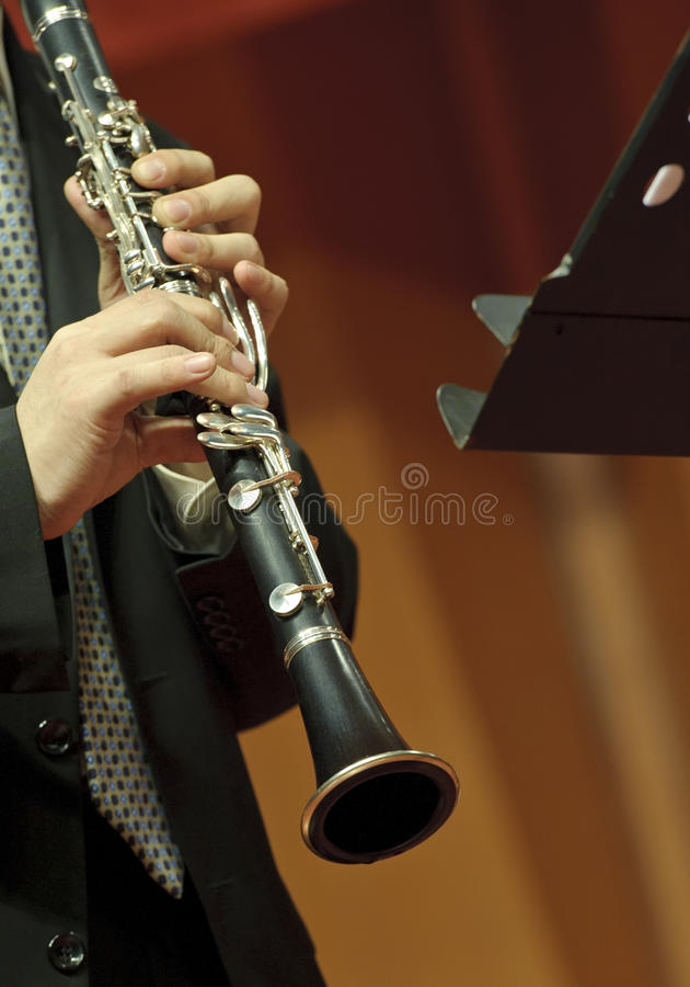 Clarinetist sur le concert photos stock