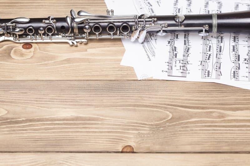 Clarinetto con partitura immagine stock