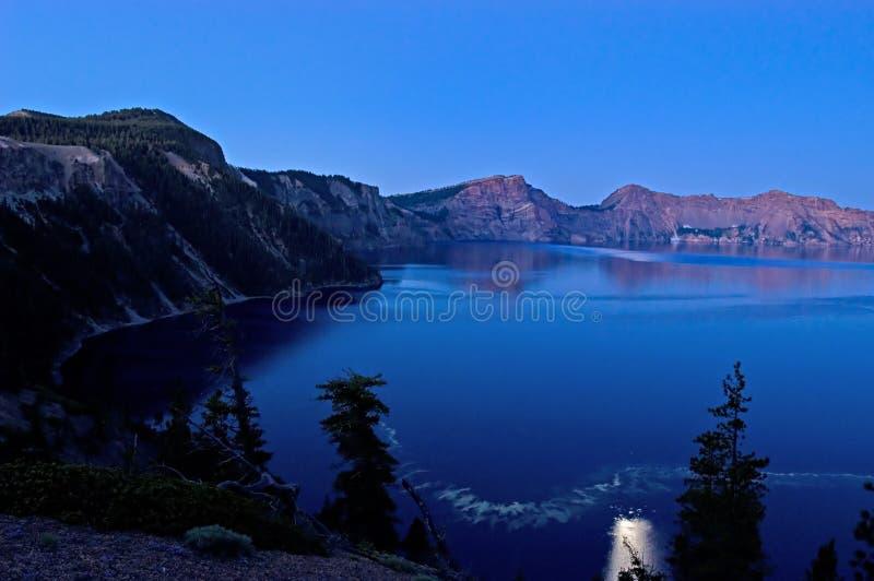 Claro de luna sobre el lago fotos de archivo libres de regalías
