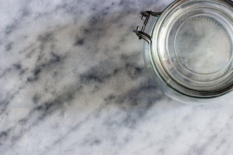 Claro-escuro com garrafa de vidro fotografia de stock royalty free