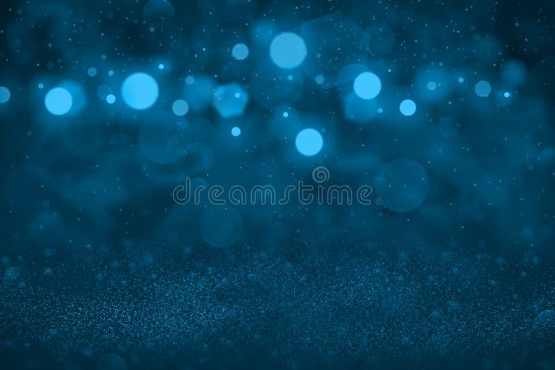 Claro - o fundo abstrato do bokeh defocused brilhante fantástico azul das luzes do brilho com os flocos de queda da neve voa, mod ilustração stock