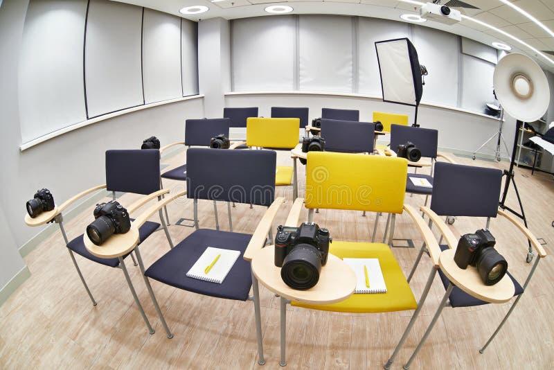 Clase de entrenamiento en escuela moderna de la fotografía imágenes de archivo libres de regalías
