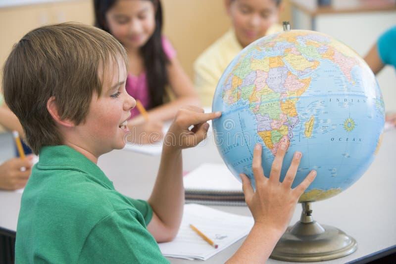 Clase de la geografía de la escuela primaria foto de archivo libre de regalías