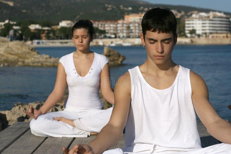 Clase de la yoga imagen de archivo