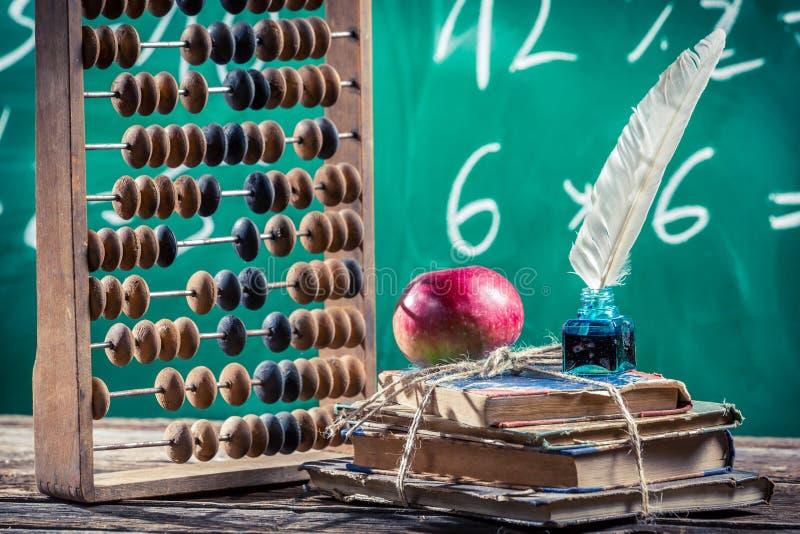 Clases de las matemáticas en escuela primaria imágenes de archivo libres de regalías
