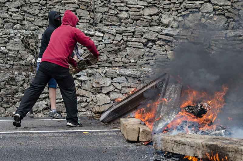 Download Clashes Between Miners And Anti Riot Police Editorial Photo - Image: 25382841