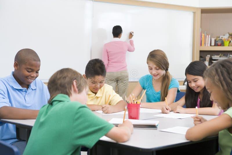 clasroom στοιχειώδης δάσκαλος σχολείου στοκ φωτογραφία με δικαίωμα ελεύθερης χρήσης