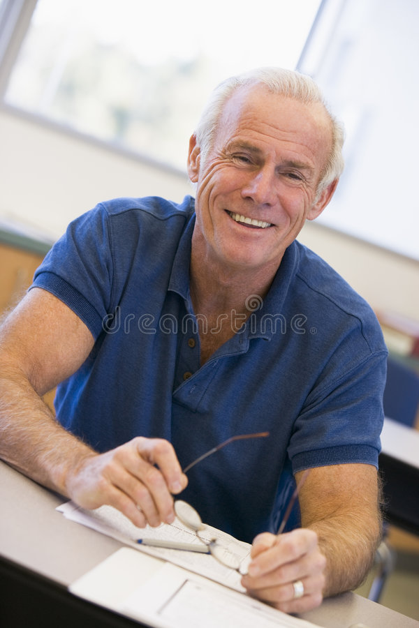 class glasses holding male mature student στοκ εικόνες με δικαίωμα ελεύθερης χρήσης
