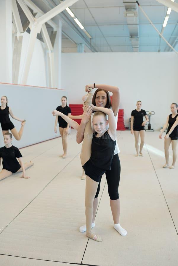 Classe Cheerleader a scuola immagine stock libera da diritti