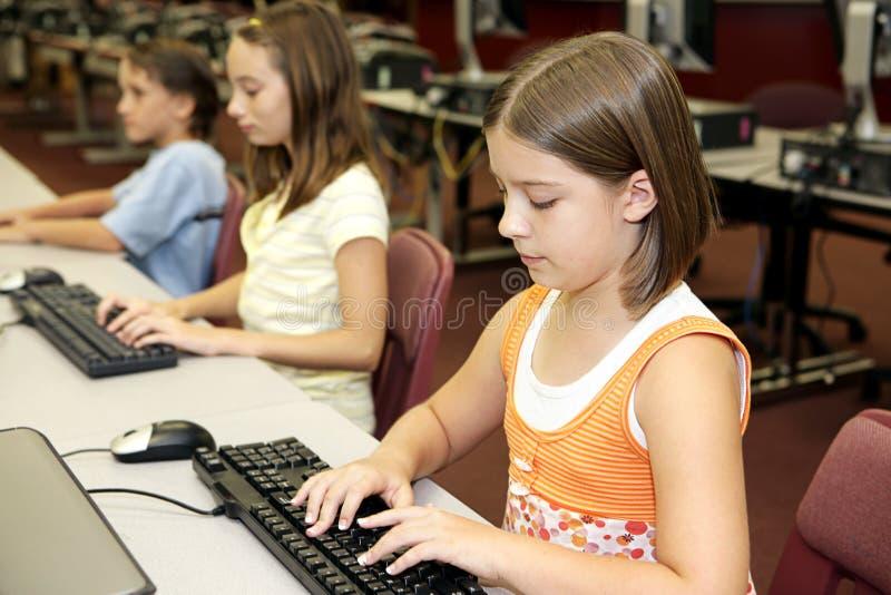 Classe d'ordinateur d'école photographie stock libre de droits