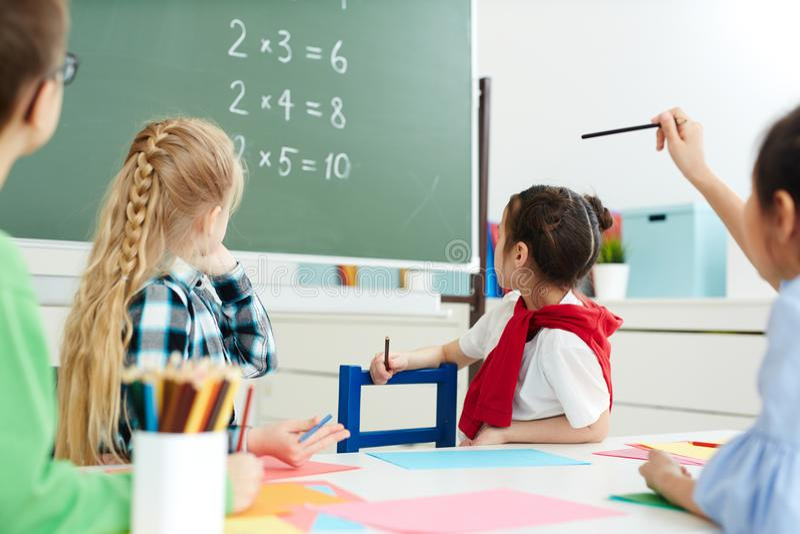 Classe da matemática na escola primária fotografia de stock royalty free