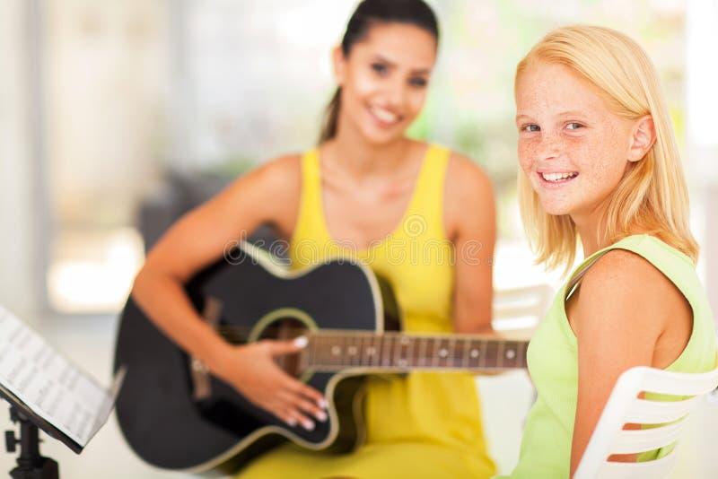 Classe de música da menina fotos de stock royalty free