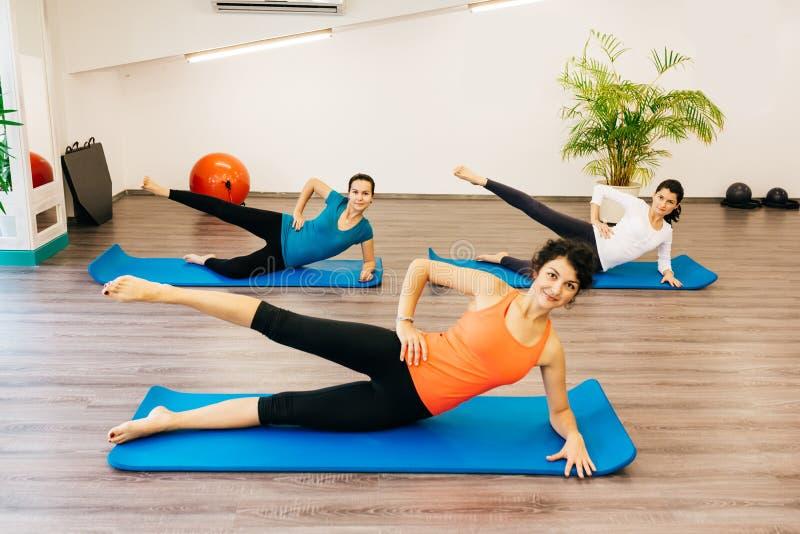 Classe de Pilates fotos de stock