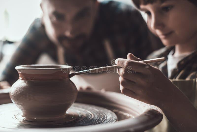 Classe de poterie photo libre de droits