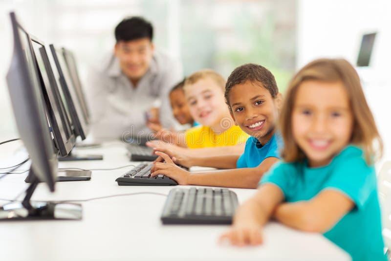 Classe del computer dei bambini fotografia stock libera da diritti
