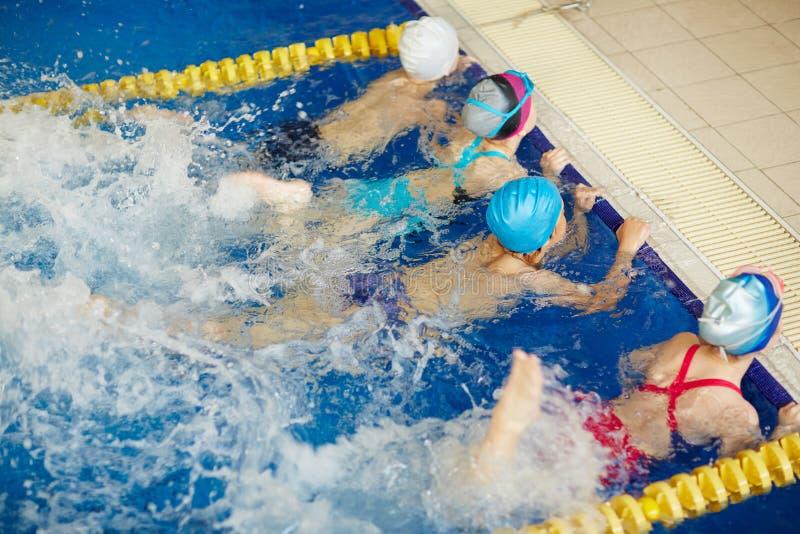 Classe di nuoto fotografie stock