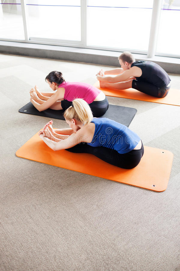 Classe di yoga fotografia stock libera da diritti