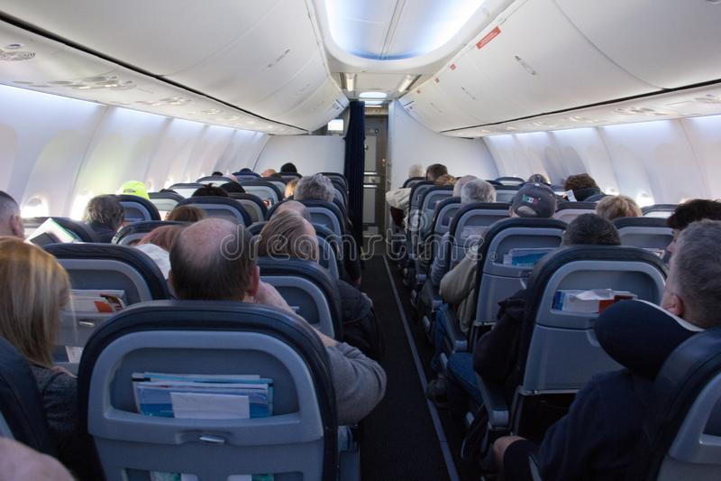 Classe economica commerciale dell'interno di viaggio æreo immagine stock