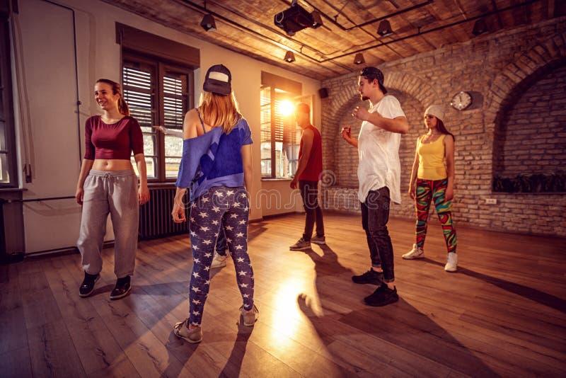 Classe professionale del ballerino nella palestra urbana fotografia stock libera da diritti