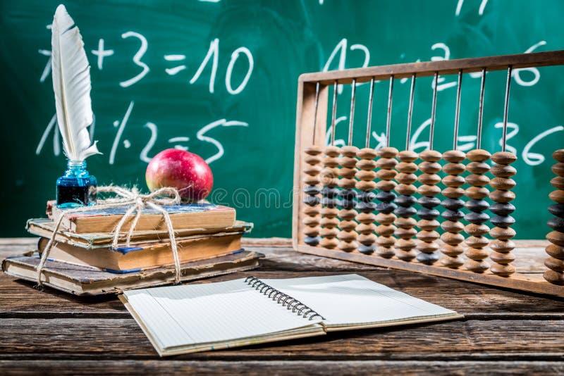 Classes da matemática na escola primária imagens de stock royalty free