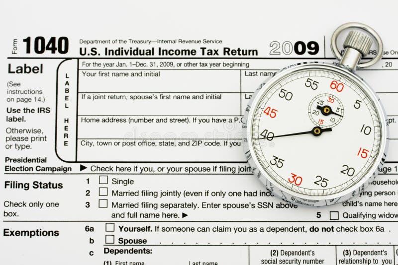 Classez vos impôts à l'heure photo stock