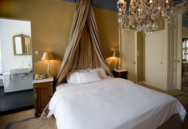 Download Classic Bedroom Royalty Free Stock Photos - Image: 5362658