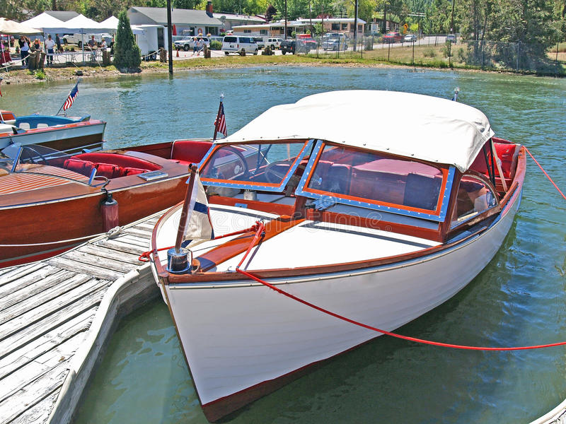 Download Classic Chris Craft Runabout Editorial Stock Image - Image: 28921704