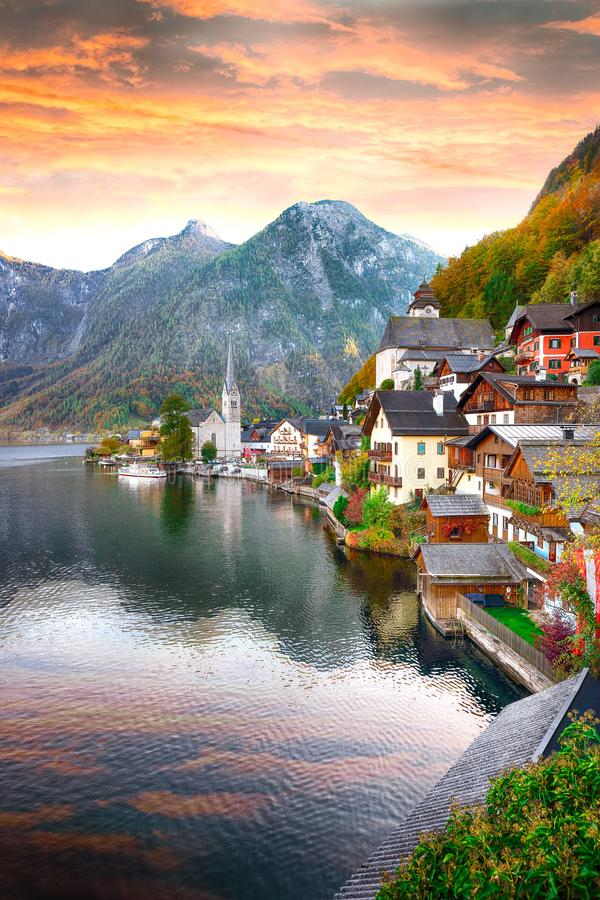 Free Classic Postcard View Of Famous Hallstatt Lakeside Town Reflecting In Hallstattersee Lake In The Austrian Alps Stock Images - 127202964