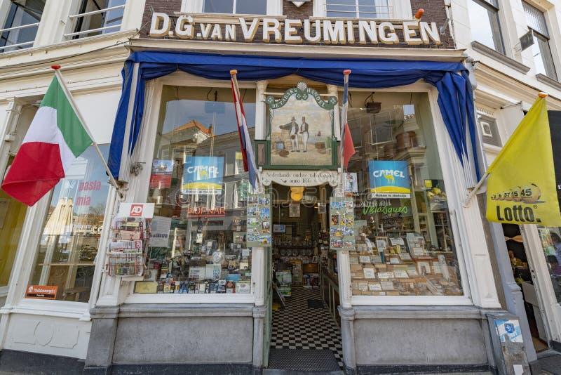 Classico di commercio l'olanda Vecchio negozio di tabaccaio stesso immagini stock