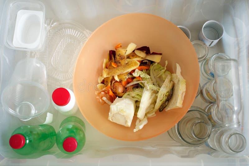 Classificação de tipos do lixo Conceito da gestão de resíduos Vista superior Imagem conceptual para a poluição ambiental e a cons fotos de stock royalty free