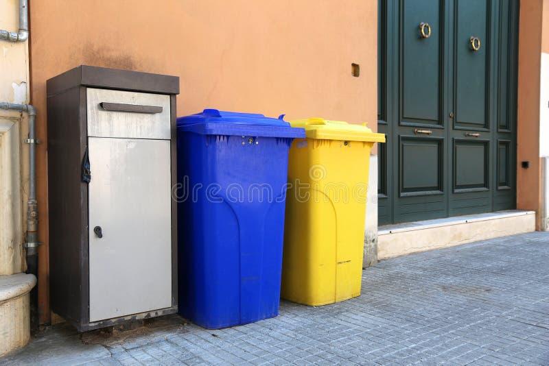 Classificação do lixo de Itália foto de stock