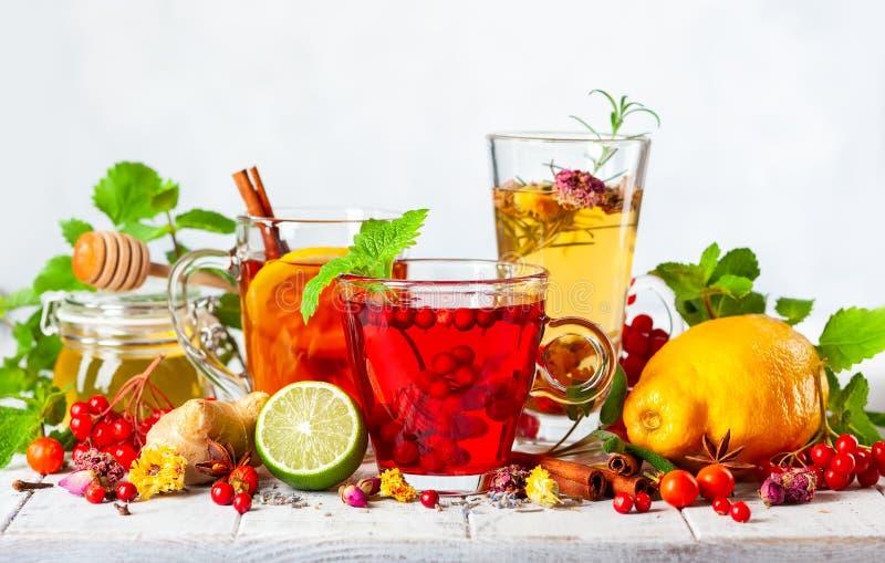 Classificado de bebidas médicas saudáveis imagens de stock
