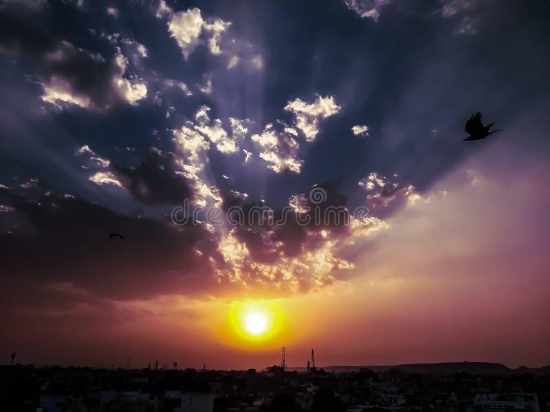 ?clat du soleil images libres de droits