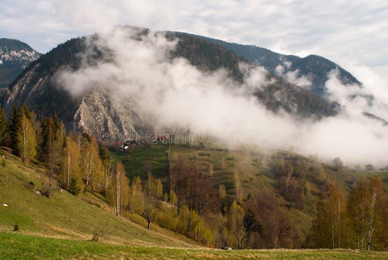 Clauds de las montañas imagen de archivo